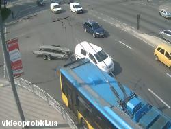 Car crash at Intersection of streets Dorogozhytska and Oleny Telihi (photo)