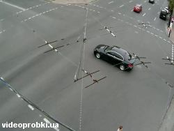 Car crash at 108/18 Saksaganskogo Str. - Kominterna Str. (photo)